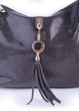 Czarna torebka damska listonoszka wężowa