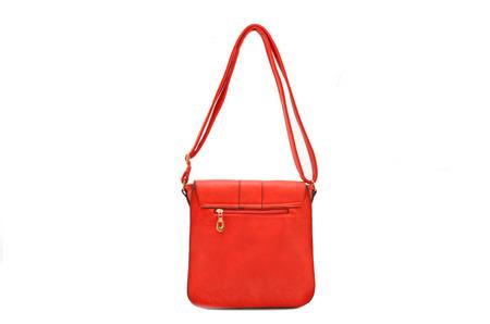 Czerwona torebka damska listonoszka ze złotym zapięciem