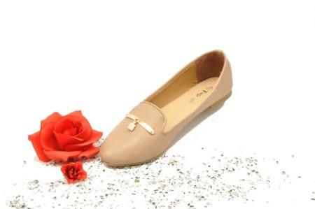 Mokasyny balerinki złoty element